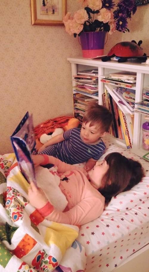 zoe reads to leo